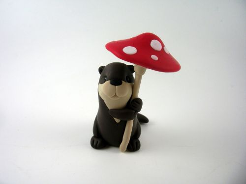Wee Otter with Toadstool QL8