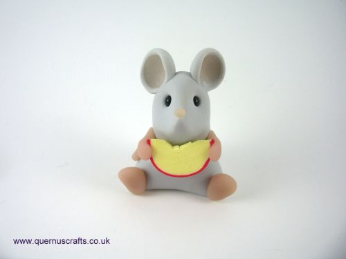 Little Grey Cheese Mouse QL9