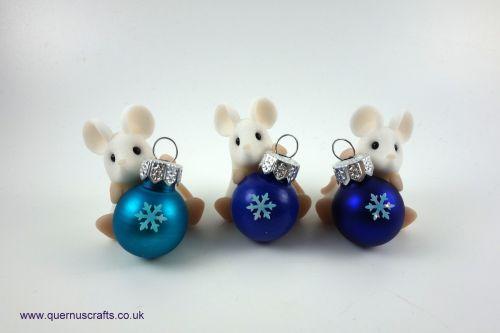 Little Sparkly Snowflake Bauble Mouse Shelf Ornament QCL