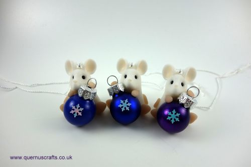 Little Sparkly Snowflake Bauble Mouse Tree Decoration QCL