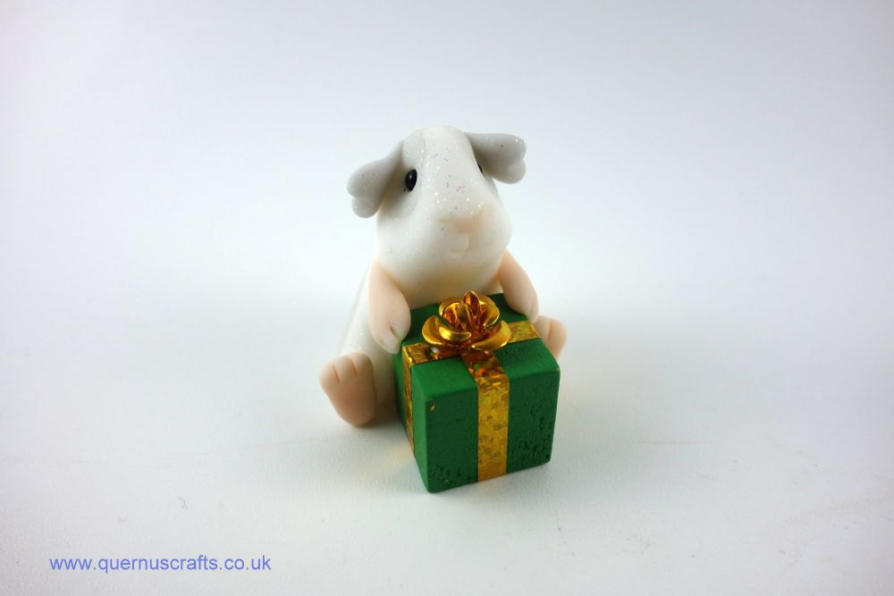 Little Guinea Pig with Green Gift