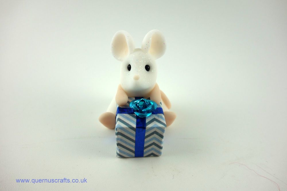 Little Mouse with Gift