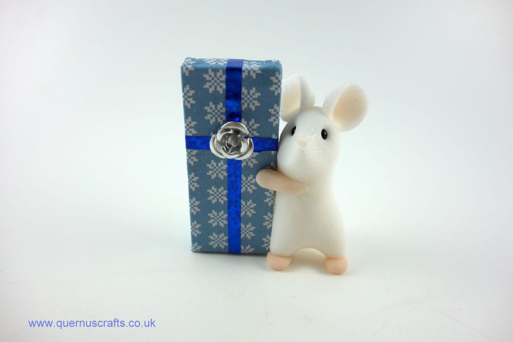Little Mouse with Large Gift