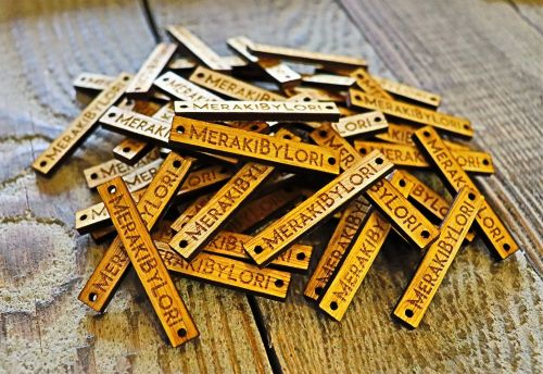 Personalised wooden tags for handmade products and gifts - 50