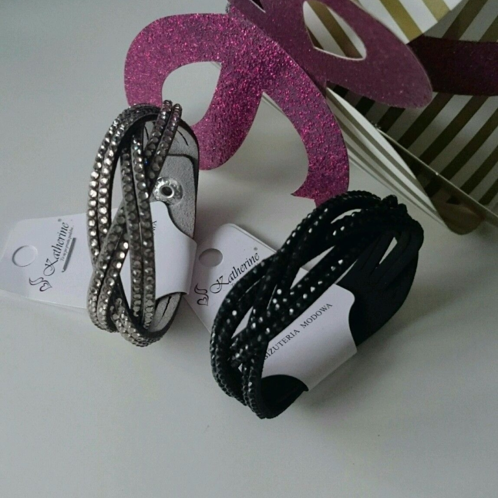 Suede Twist Style Fashion Bracelet With Crystals Black/Grey
