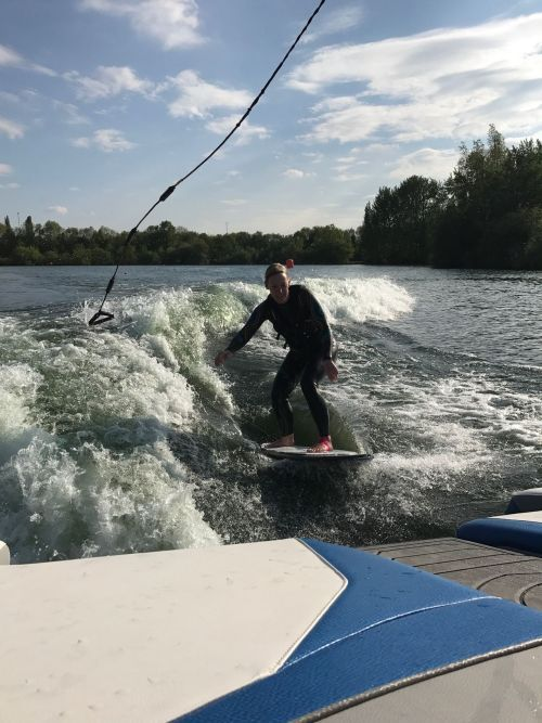 Wakesurfing with no rope