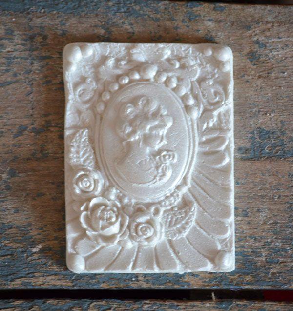 Bas Relief Victorian Collection - Clarissa