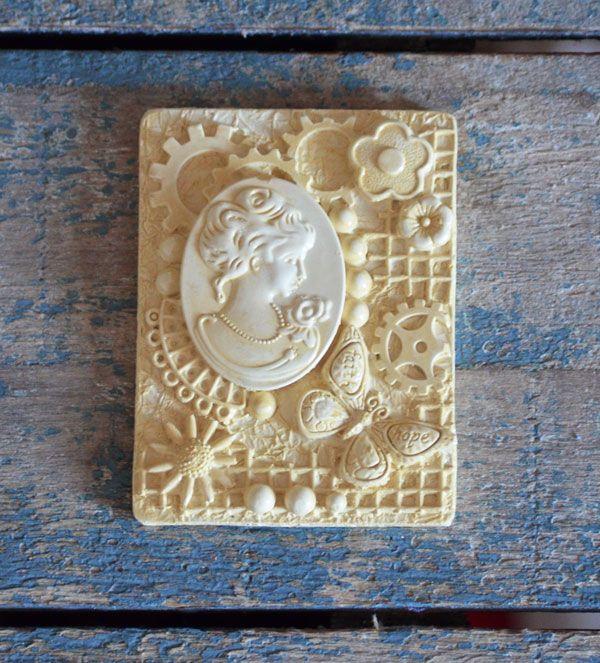 Bas Relief Victorian Collection - Luella