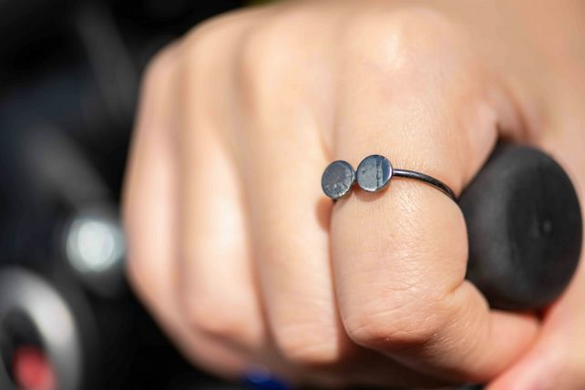 Metallic Black Textured Sunglasses Dainty Ring - Oxidised Silver Size O