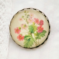 Primula sinensis by Redouté, brooch
