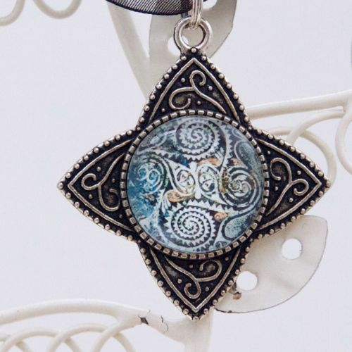 Kamares ware spirals motif, four-point pendant necklace