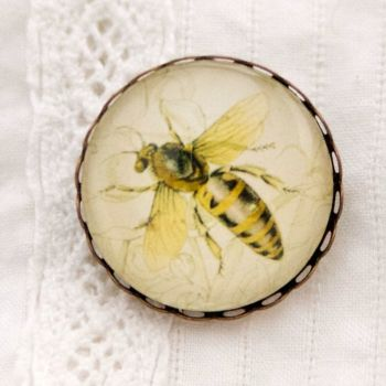 Queen bee brooch