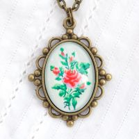 Victorian 'Arsenical wallpaper' roses, oval pendant