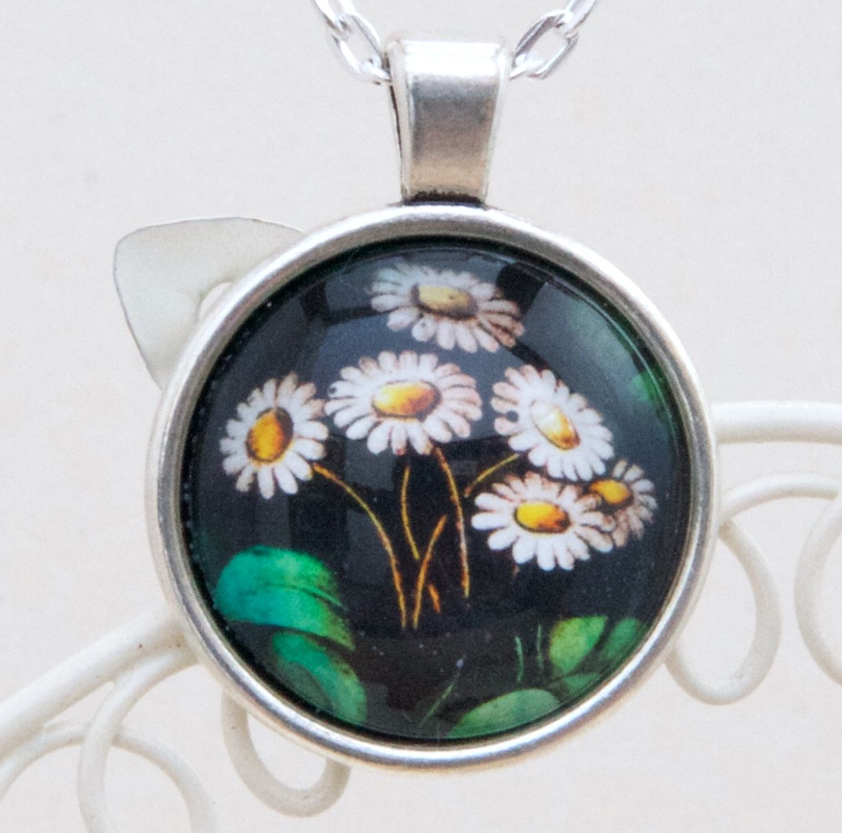 Victorian stained glass daisies