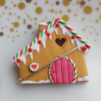 Gingerbread House Needle Mnder - Snow