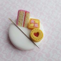 Magnetic needle minder with polymer clay cakes and biscuits