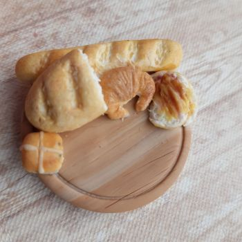 Bread Board Needle Minder