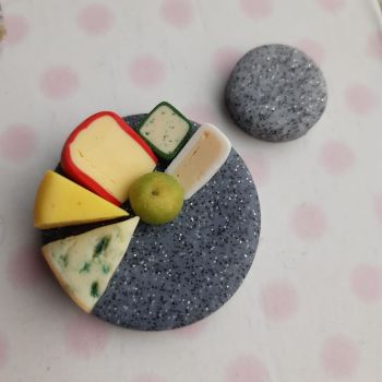 Cheese Needle Minder (Apple)