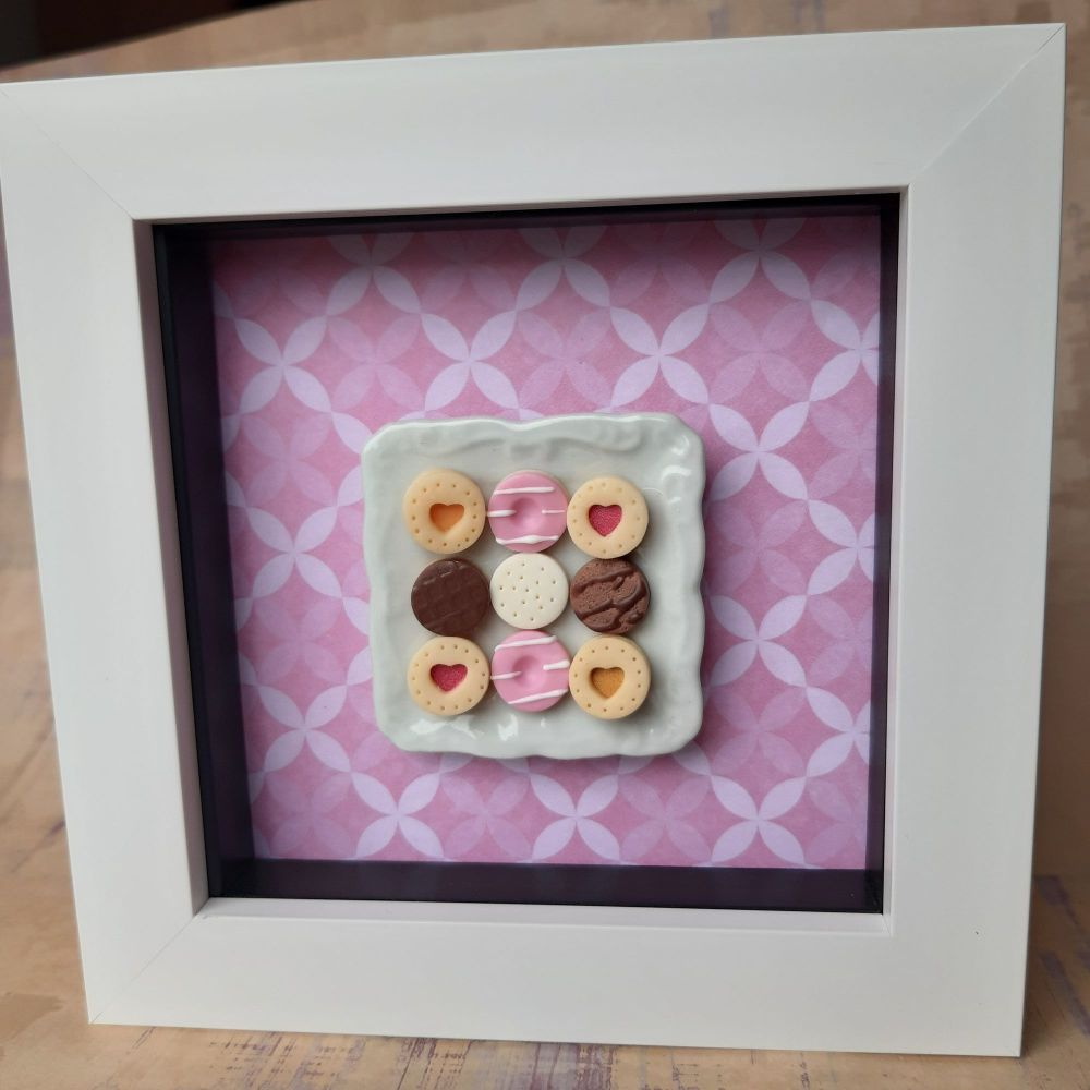 Square plate of biscuits (Pink lattice)