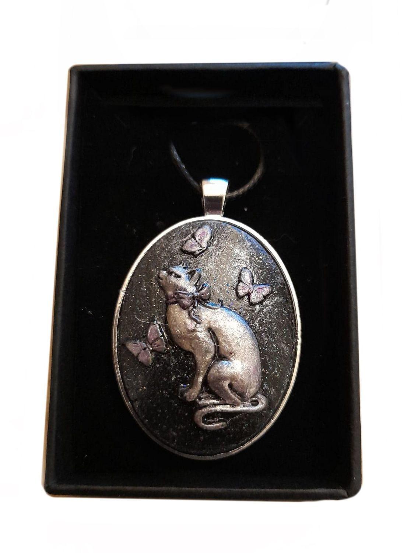 Stonecast Cat Cameo Necklace - CAM05