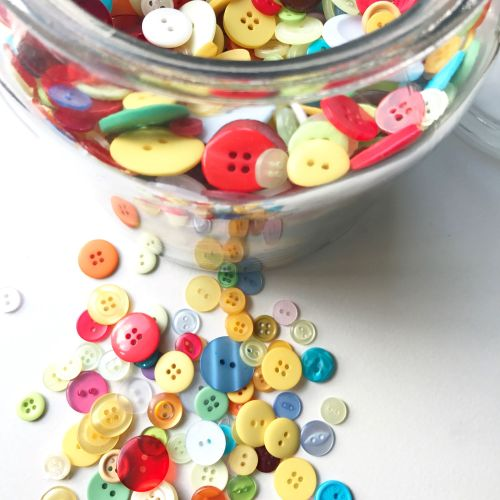 100g mixed buttons