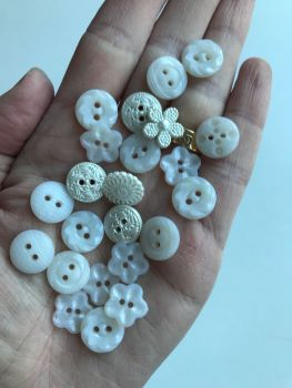 Vintage style, button packs from Dress it up