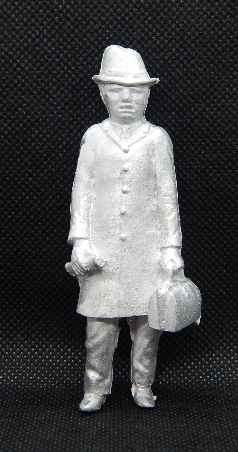 PP6 - Standing Man with Case