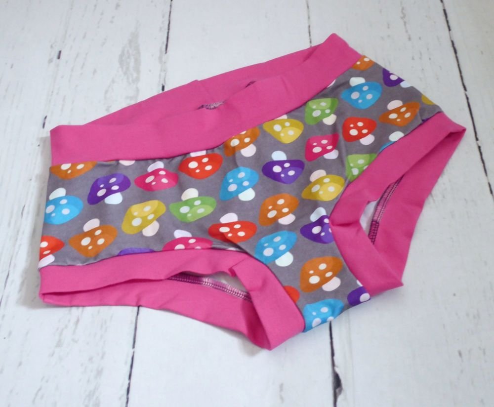 SMALL Boy Shorts UK 6-8 - Shrooms