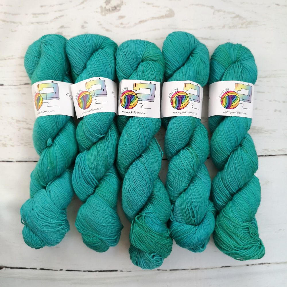 TEAL Semi Solid on Merino / Nylon Platinum sock