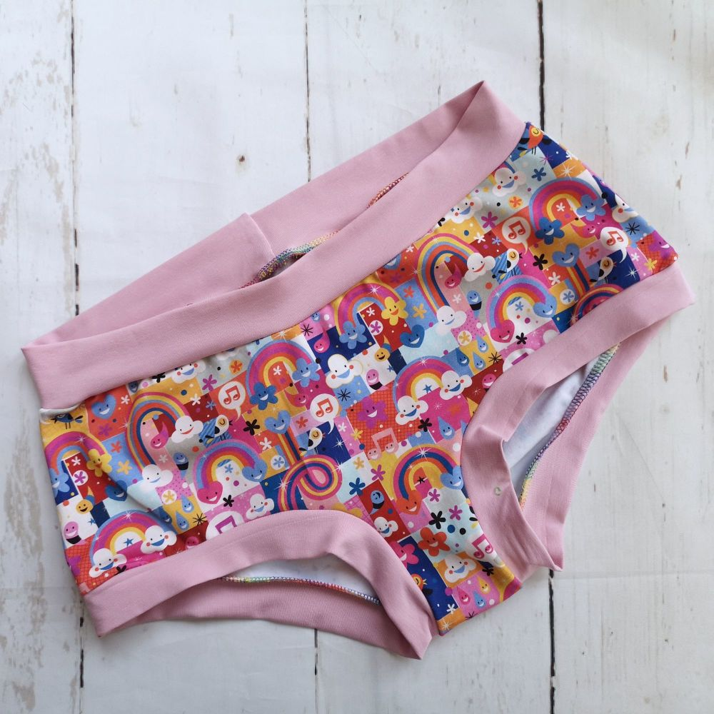MEDIUM Boy Shorts UK 10-12 - Happy Clouds