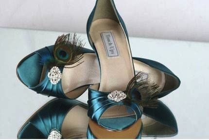 Peacock feathers on bridesmaids shoes