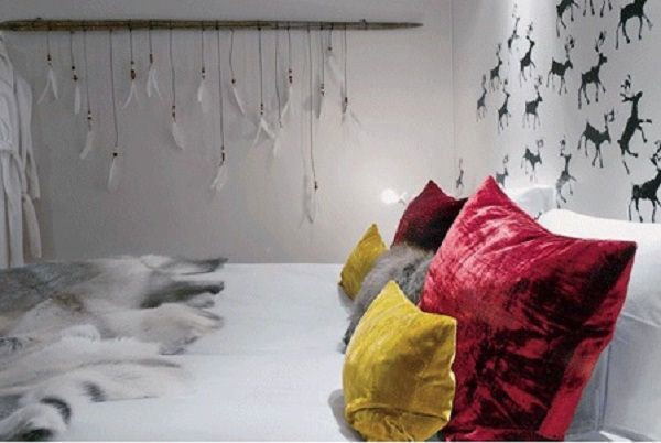 Feathers hanging in a bedroom