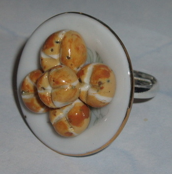 Hot Cross Buns Ring
