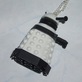 Dr Who Figure Pendant Dalek Supreme White Character Builder