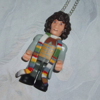 Doctor Who Figure Pendant 4th Tom Baker Sonic Scarf