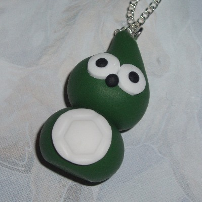 Zingy Hibee Blob Pendant Necklace Hibernian Green Football