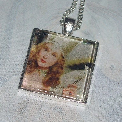 Wizard Of Oz Pendant Glinda Good Witch
