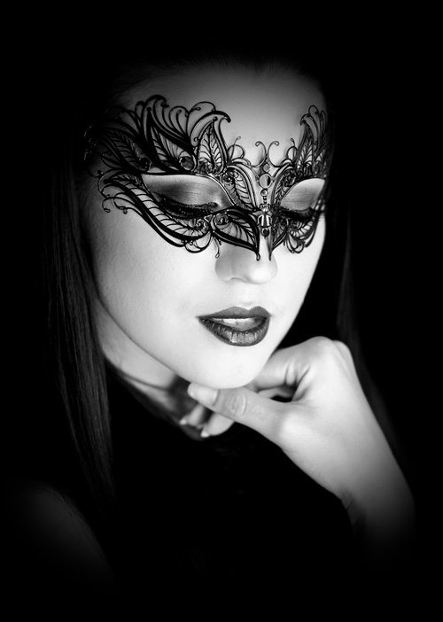 Beautiful woman wearing a filigree mask - Image