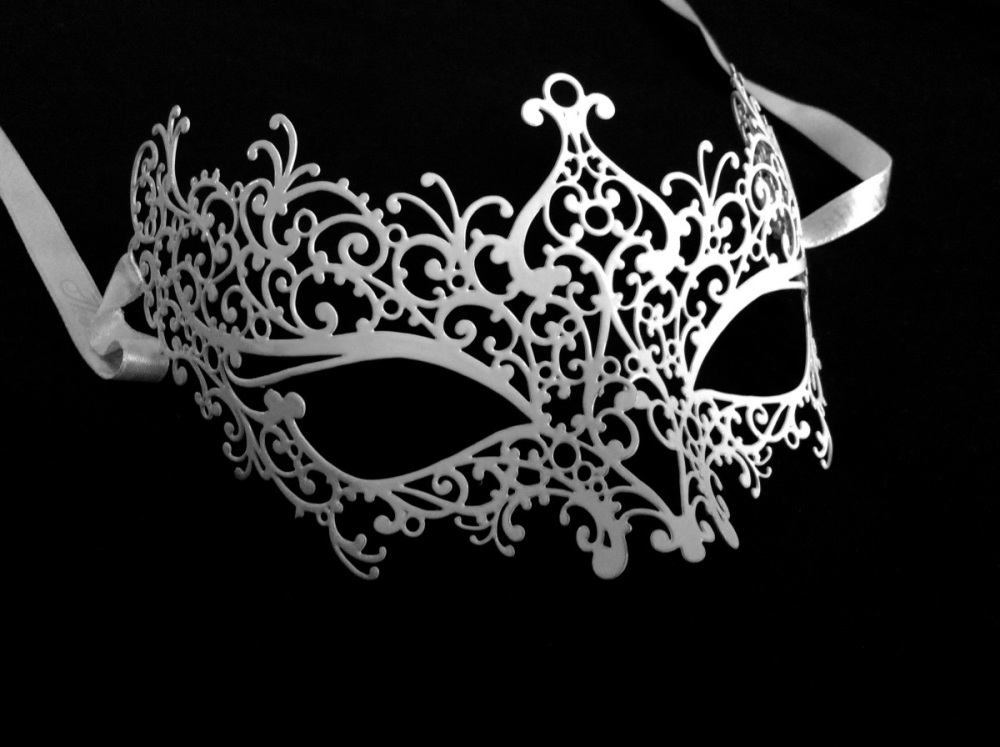 Ricciolo Filigree Masquerade Mask - White