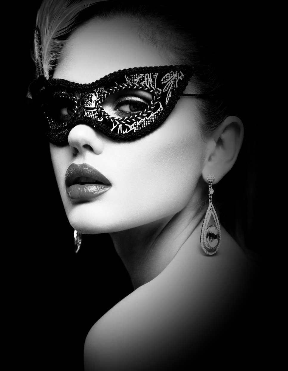 woman wearing a masked ball mask - Image