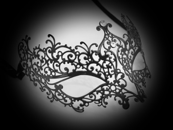 Ricciolo Black Filigree Mask - Swarovski Edition