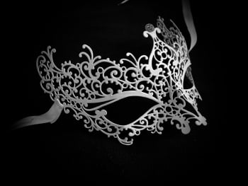 Ricciolo White Filigree Mask - Swarovski Edition