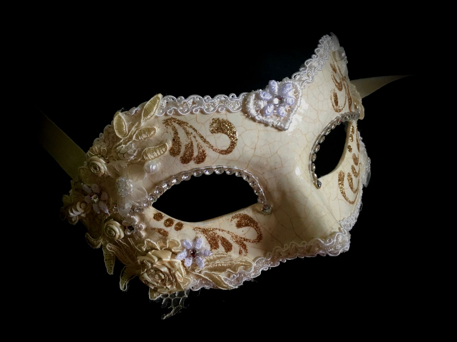 The exclusive Valentine Designer Masquerade Mask is a real Venetian masterpiece from our collection of genuine, hand-made masks.