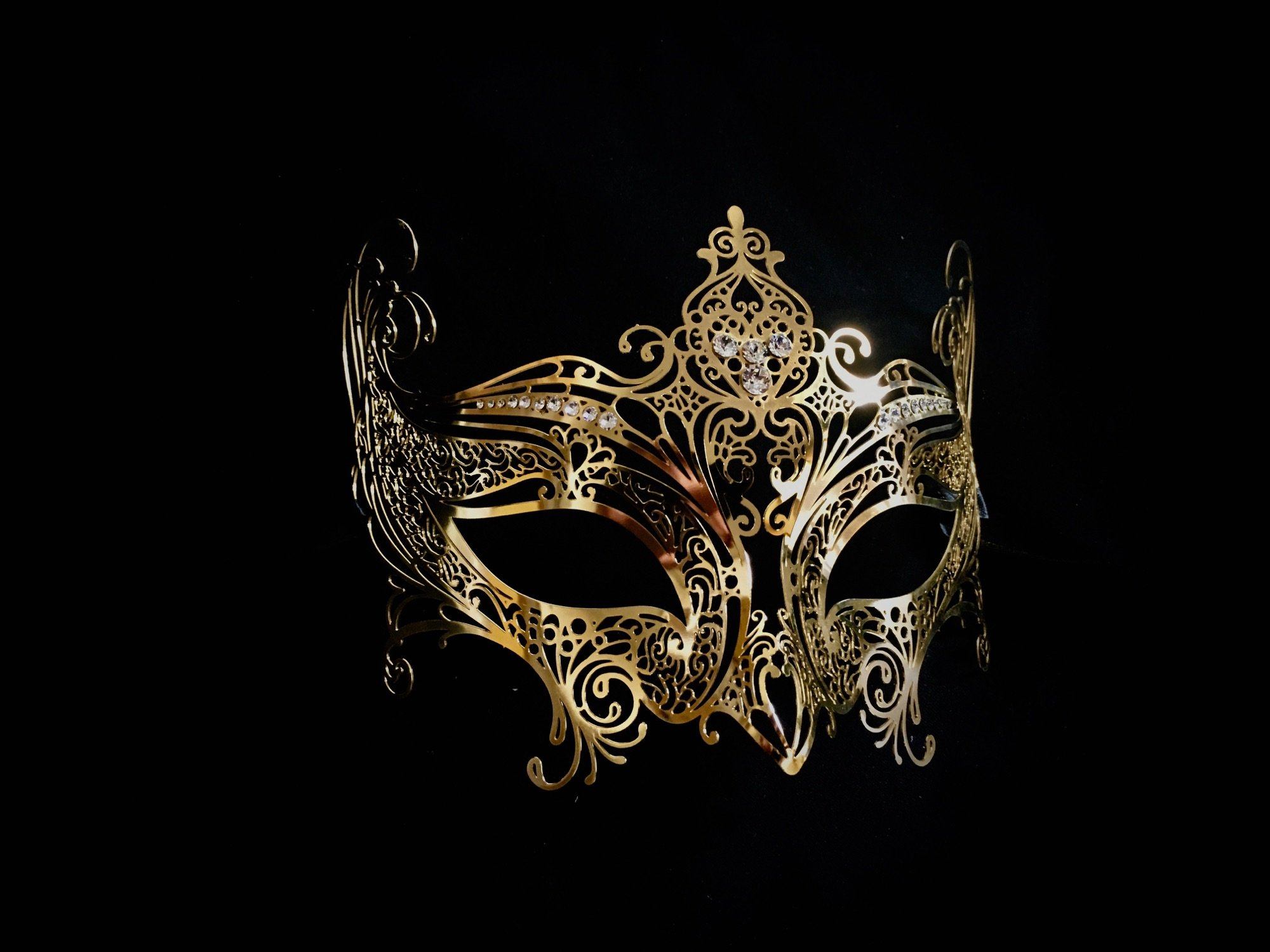 Show off your party style at all times with this must-have Elegance Venetian Mask from Simply Masquerade