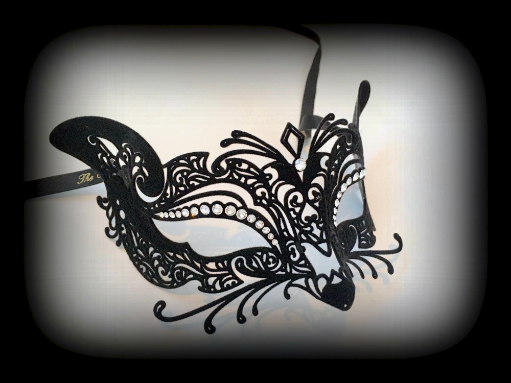 Gatto (Cat) Filigree Mask - Black Velvet Edition