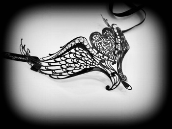 'Hearts Joined Forever' Filigree Lace Mask - Black Lux