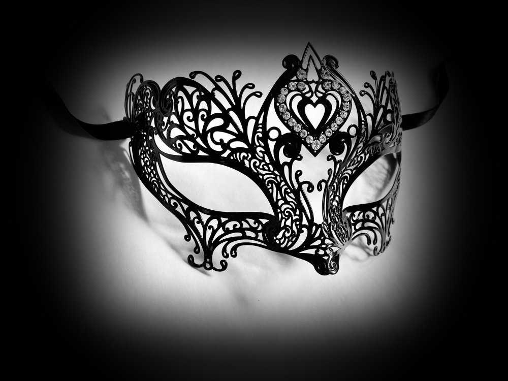 Amor Filigree Metal Mask