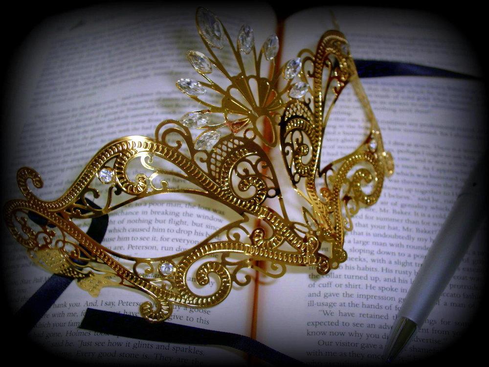 Nera Ora Filigree Masquerade Mask - Gold Edition