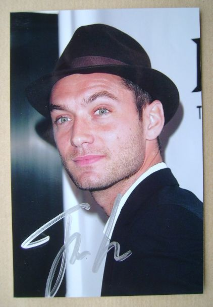Jude Law autograph (hand-signed photograph)
