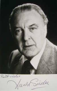 Donald Sinden autograph (hand-signed photograph)